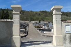 Piliers cimetière d'Ecrouves
