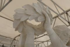 Restauration : Sculpture mains et couronne de lauriers. Pierre de Savonnière. 2018